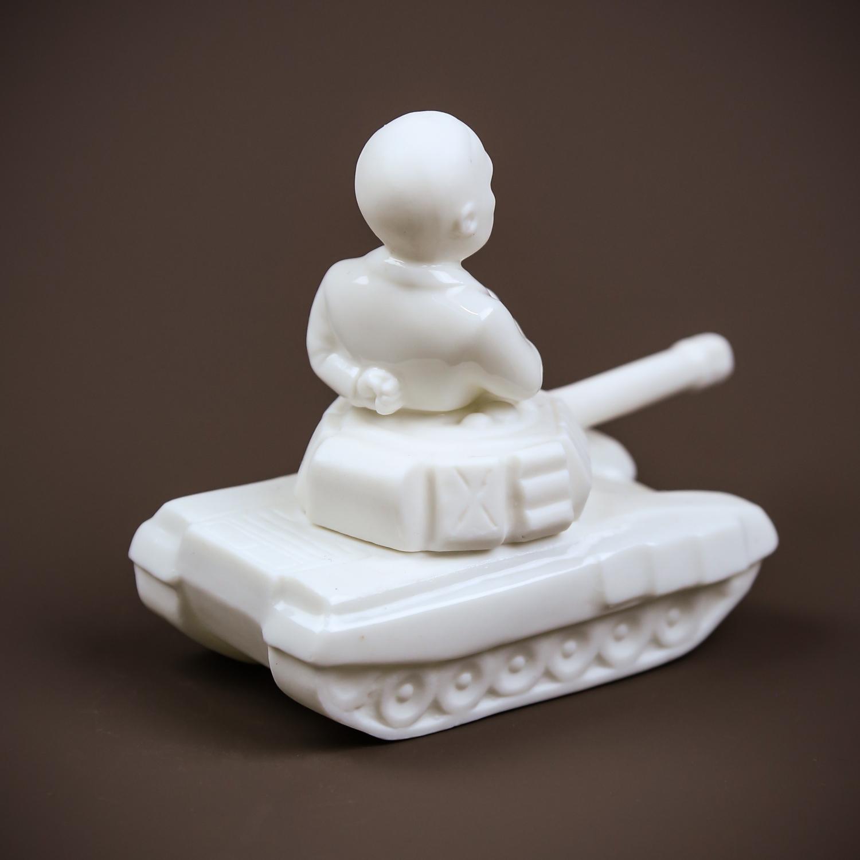 """Скульптура """"На танке"""" бисквит"""